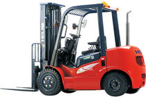 counterbalanced-engine-powered-forklift-truck-diesel-4-wheel-56197-2682253.jpg